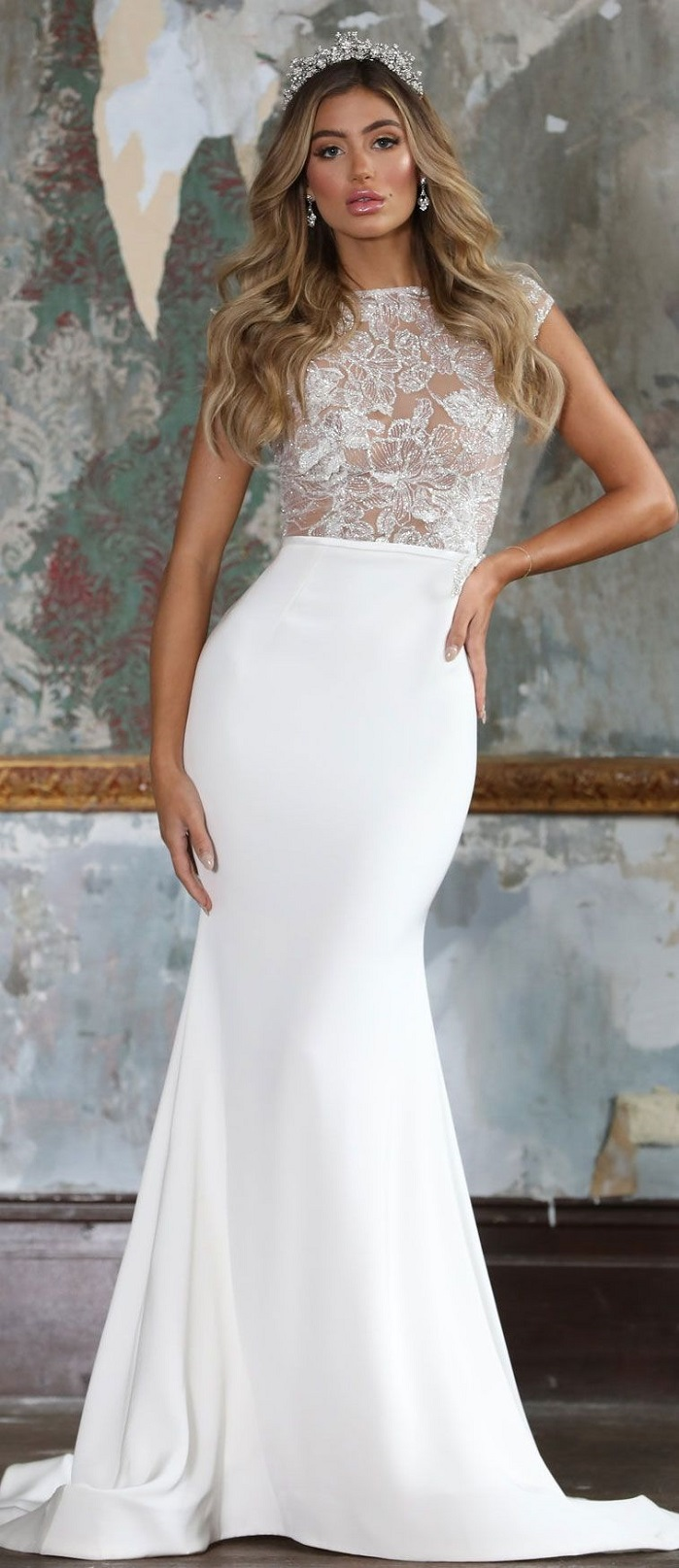 Sleeveless fit and flare wedding dress #weddingdress #weddinggown