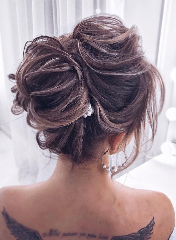 44 Messy updo hairstyles – The most romantic updo to get an elegant look