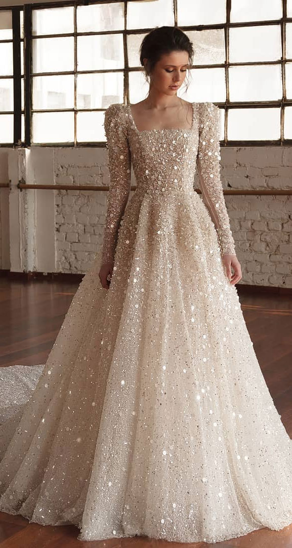 Wedding dress with elegant details