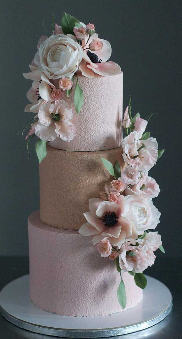 These gorgeous wedding cakes are very stylish