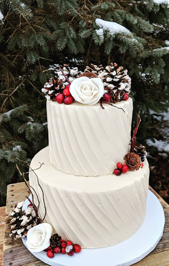 Seasonal Wedding Cake Ideas for a Winter Wedding