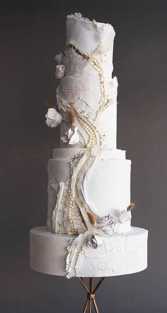 Amazing! These sculpture wedding cakes are works of art
