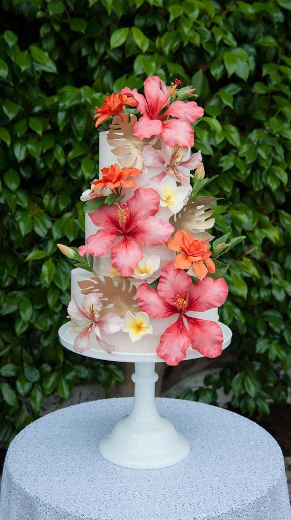 The perfect wedding cake for tropical wedding theme 17