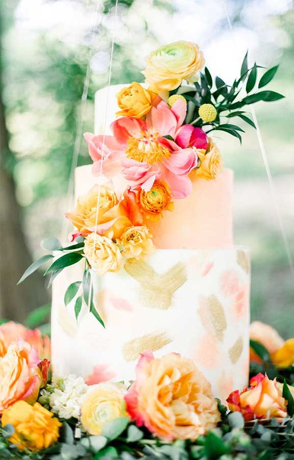 The perfect wedding cake for tropical wedding theme 23
