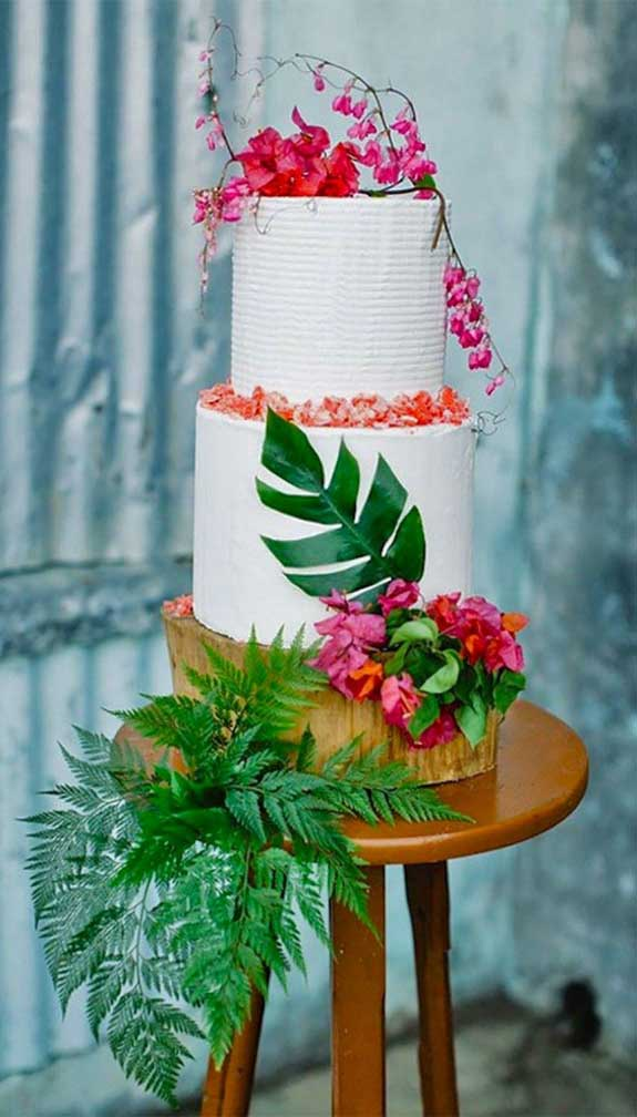 The perfect wedding cake for tropical wedding theme 24