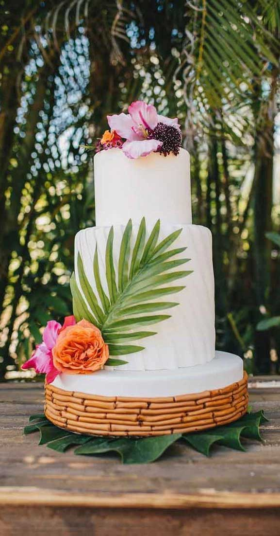 The perfect wedding cake for tropical wedding theme 4