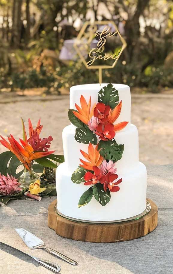 The perfect wedding cake for tropical wedding theme 13