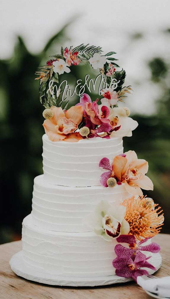 The perfect wedding cake for tropical wedding theme 1