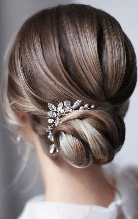 Bridal hairstyles that perfect for ceremony and reception – Simple & Elegant Updo