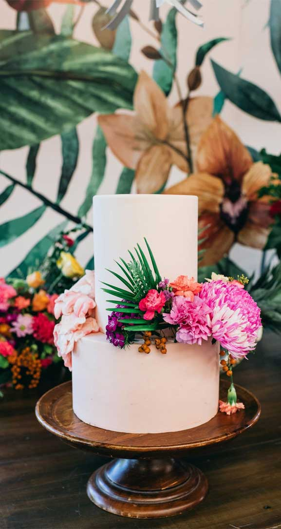 The perfect wedding cake for tropical wedding theme 9