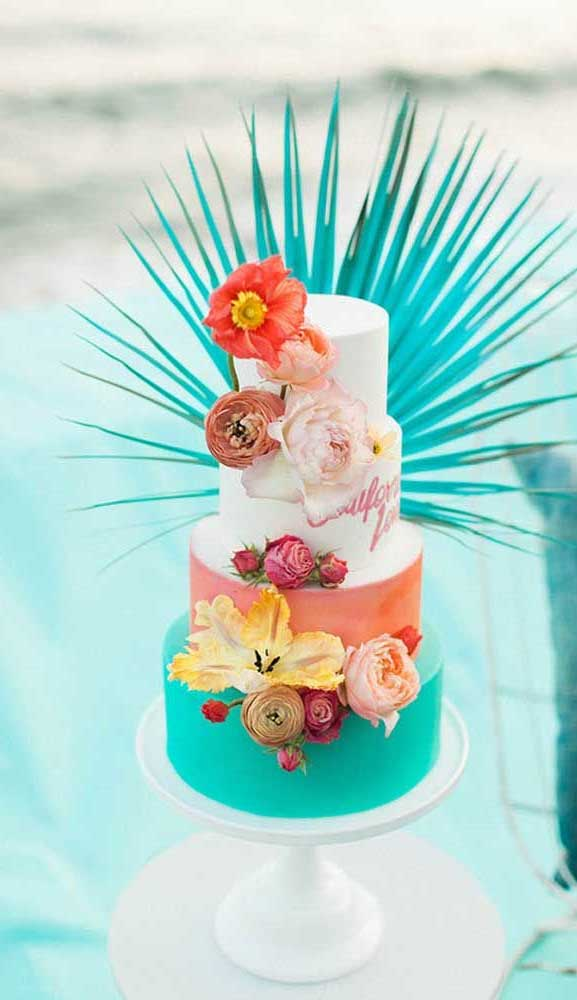 The perfect wedding cake for tropical wedding theme 15