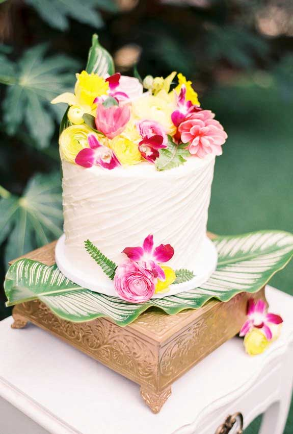 The perfect wedding cake for tropical wedding theme 22