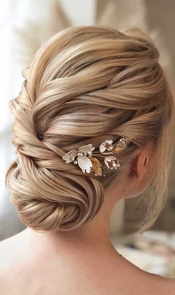 39 The most romantic wedding hair dos to get an elegant look – Textured Blonde Updo