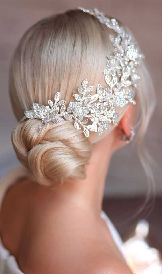 39 The most romantic wedding hair dos to get an elegant look – Twisted low updo