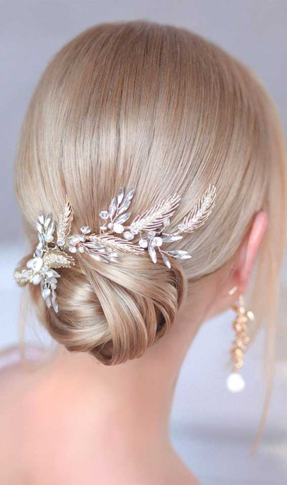 39 The most romantic wedding hair dos to get an elegant look – Elegant updo for beige blonde