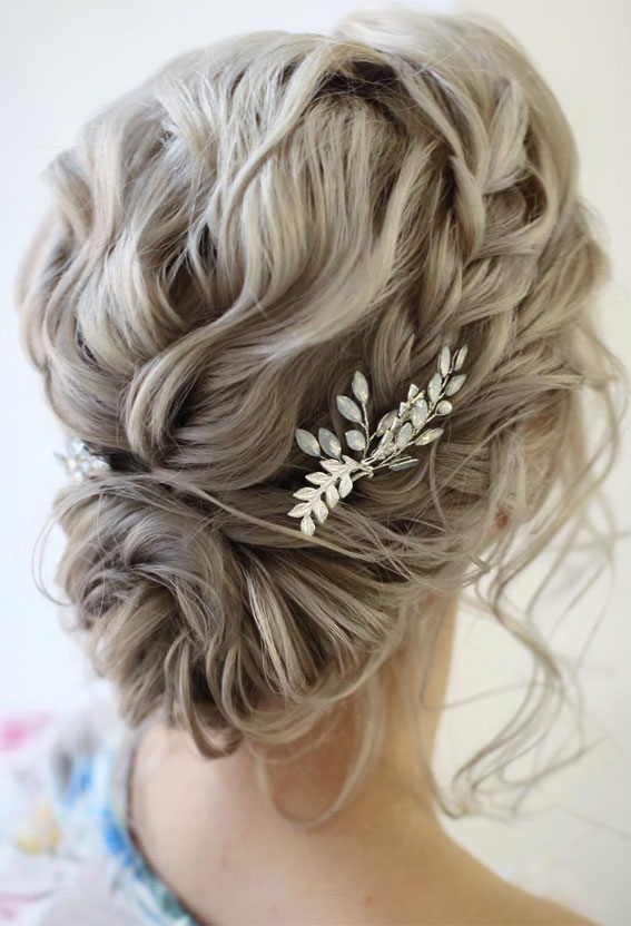 39 The most romantic wedding hair dos to get an elegant look – Braided updo