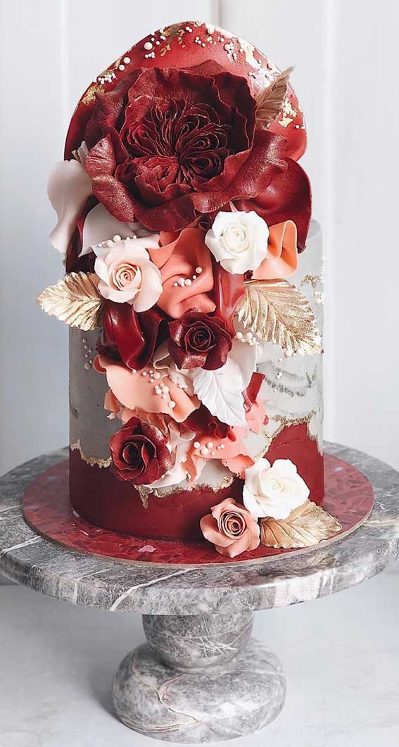 These wedding cakes are works of art – Silver and red