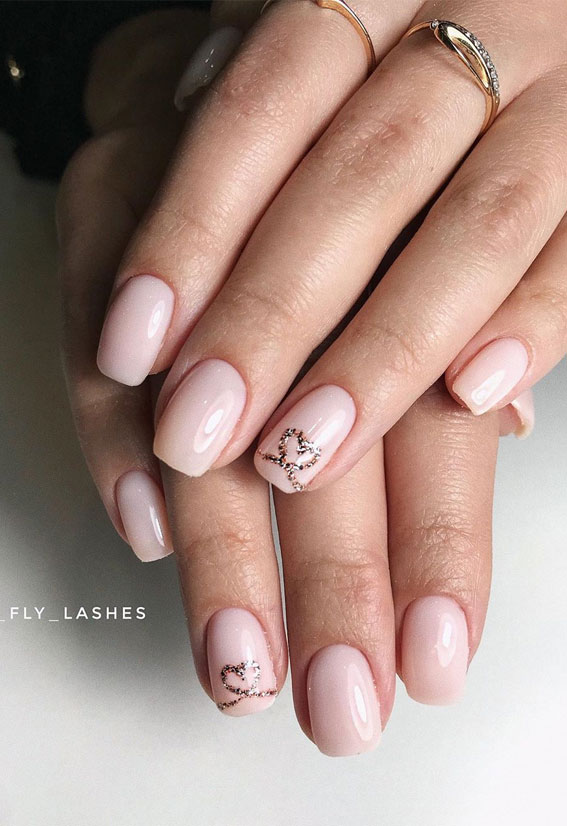Pretty Neutral Nails Ideas For Every Occasion – Gold heart neutral nails