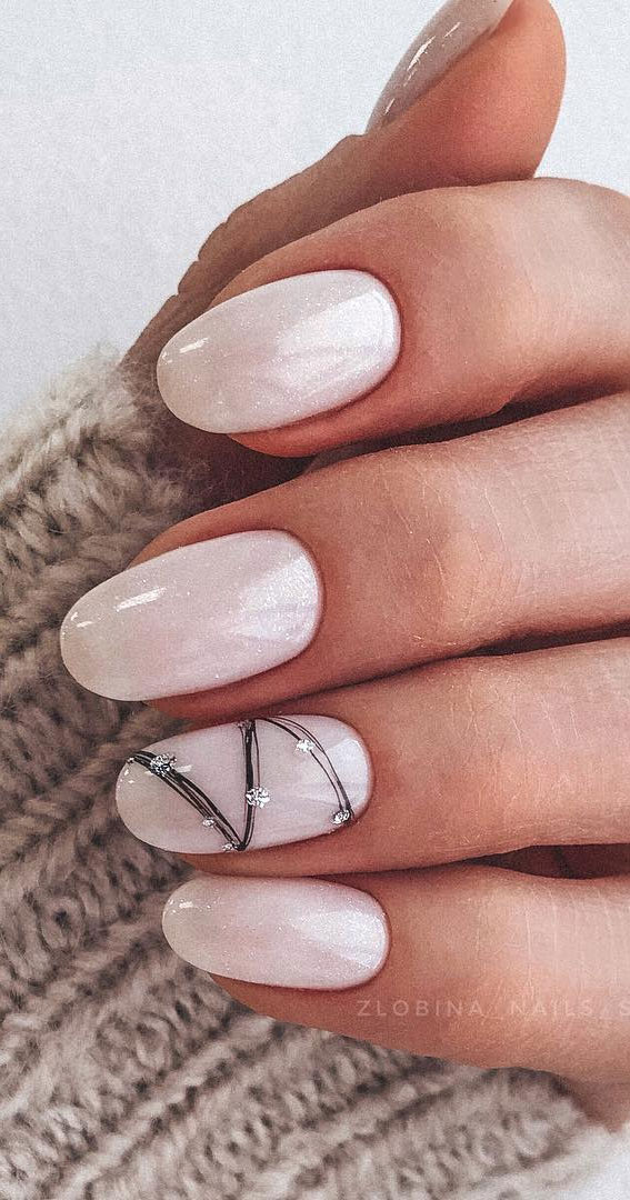 Pretty Neutral Nails Ideas For Every Occasion – Black zigzag line on nails