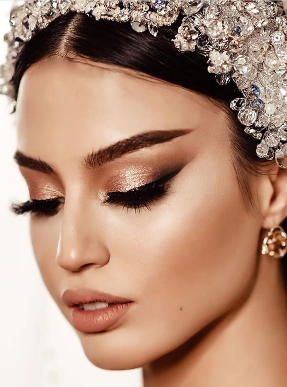 32 Glamorous Makeup Ideas For Any Occasion – Glitter + smokey winged eyeliner