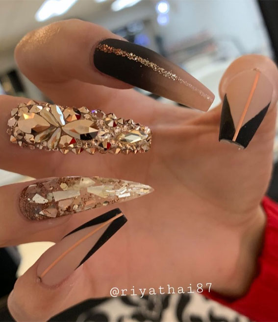 Summer Nail Designs You'll Probably Want To Wear : Black & Nude