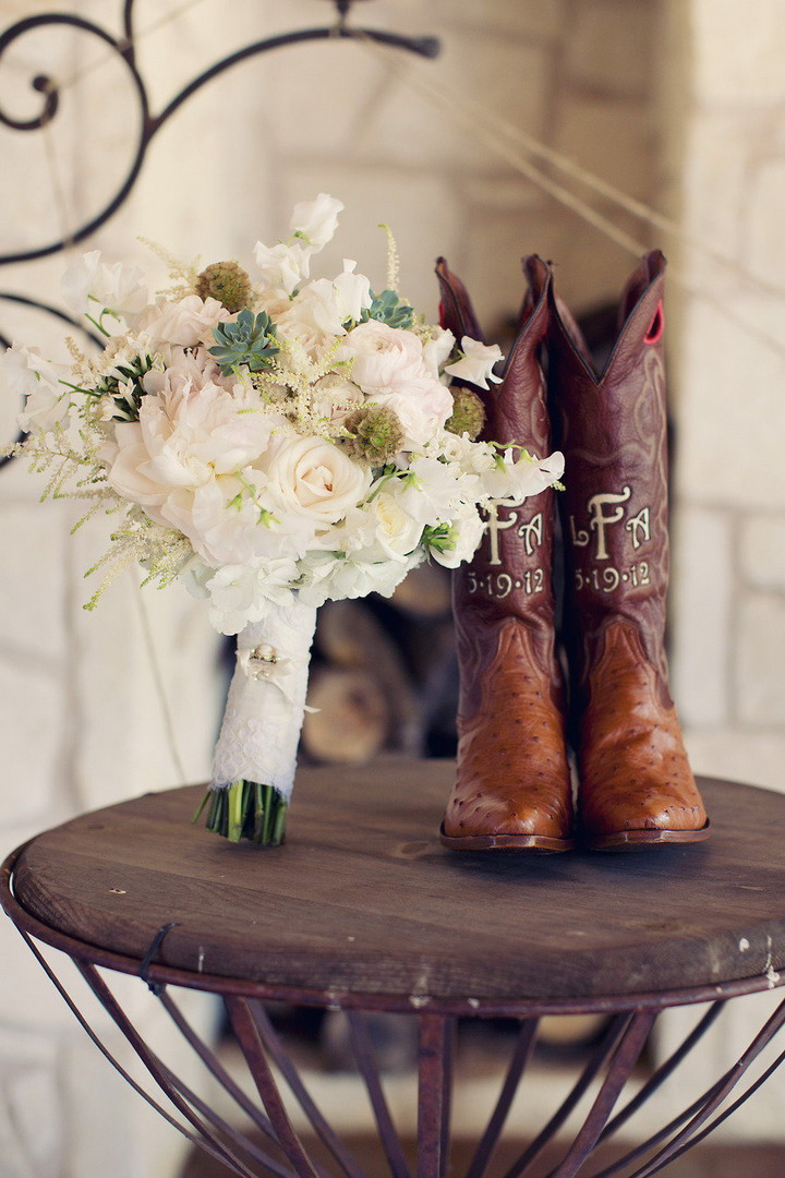 Bridal boots and soft romantic wedding #bouquet | itakeyou.co.uk #wedding #rusticwedding