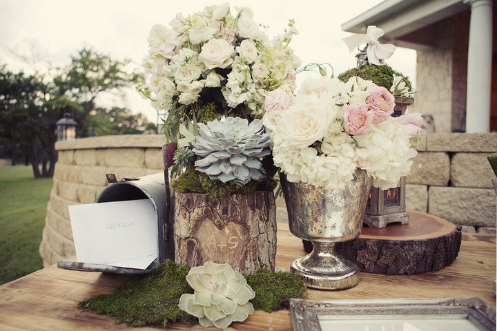 Wedding card table | Wedding flower arrangements | itakeyou.co.uk #wedding #rusticwedding #romantic