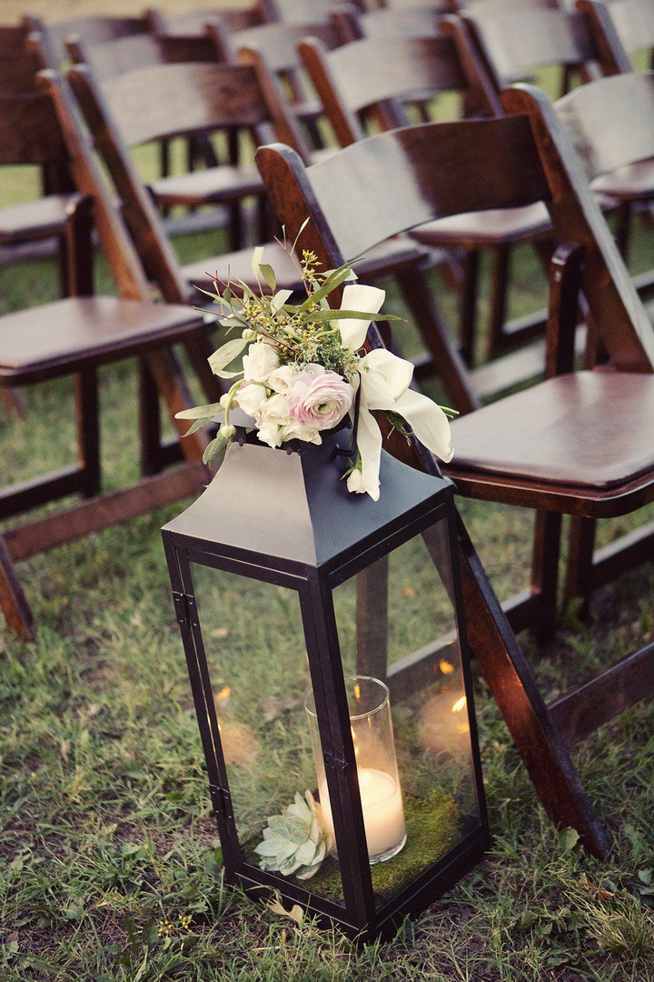 Wedding lantern | Wedding aisle decoration | itakeyou.co.uk #wedding #rusticwedding #romantic