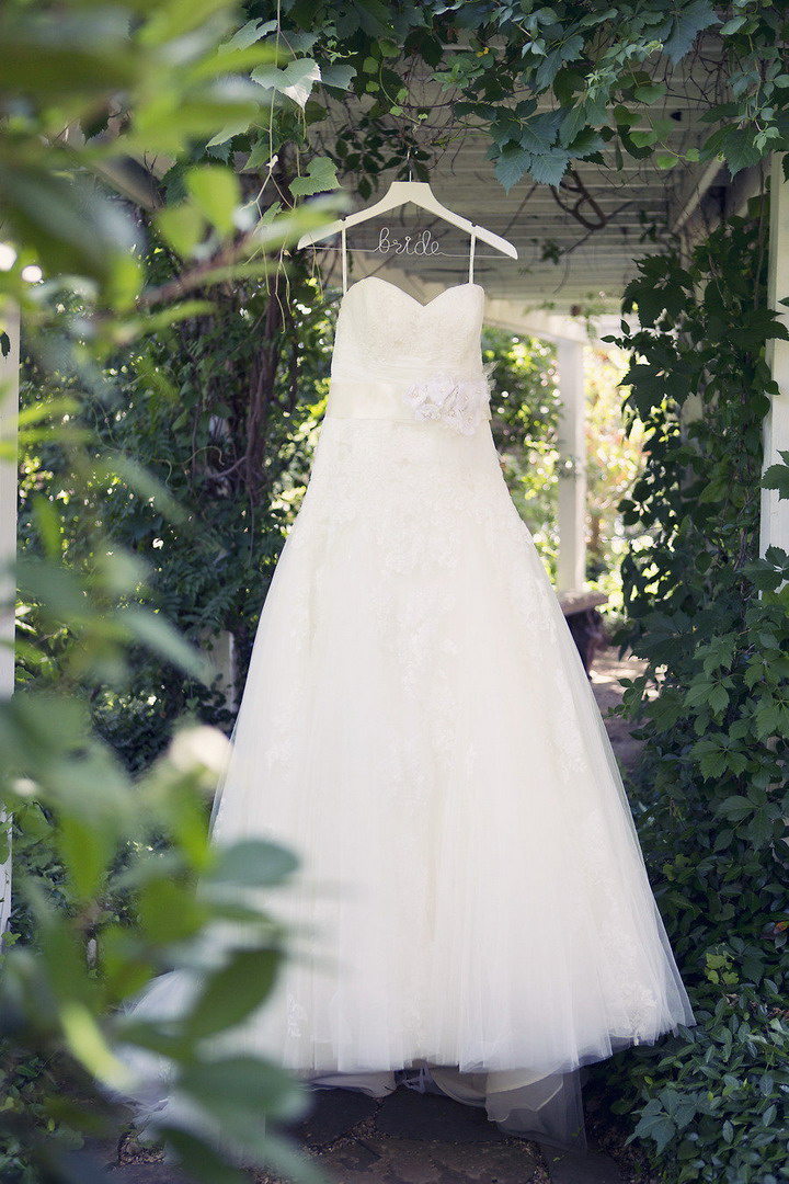 Blue by Enzoani Wedding Dress for a Rustic Chic Wedding In Texas | itakeyou.co.uk #wedding #rusticwedding