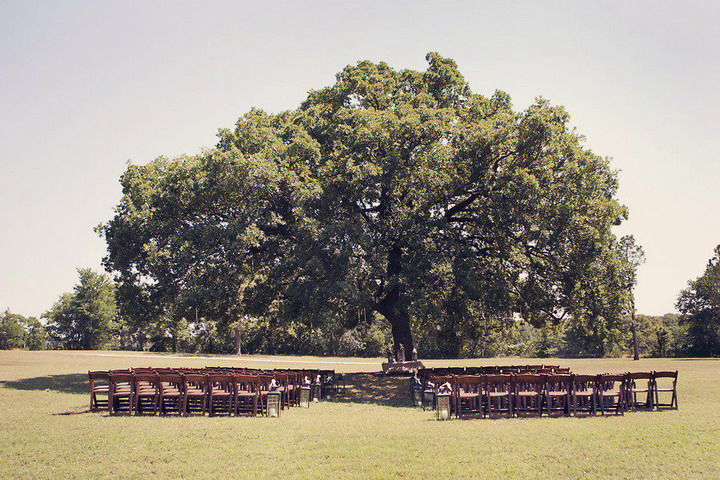 Outdoor wedding ceremony setting | itakeyou.co.uk #wedding #rusticwedding
