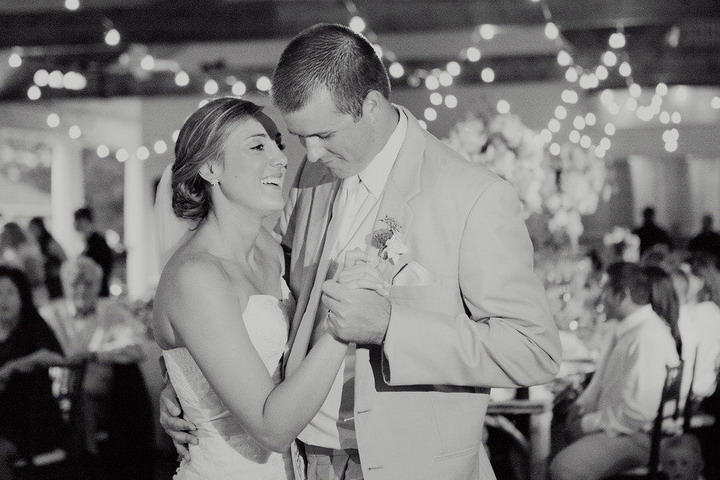 Bride and groom first wedding dance | itakeyou.co.uk #wedding #rusticwedding #romantic