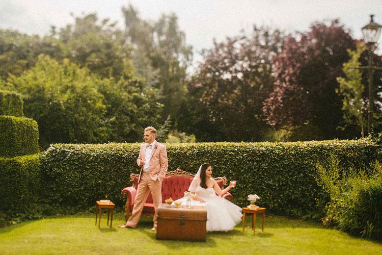 bride and groom wedding photo ideas,bride and groom retro garden wedding