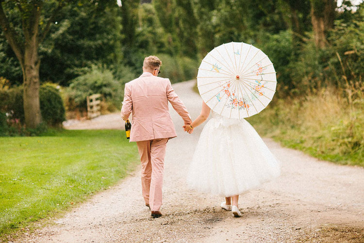 bride and groom wedding photo ideas,bride and groom retro garden wedding