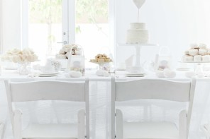 White wedding ideas - see more : https://www.itakeyou.co.uk/wedding/white-wedding-ideas/