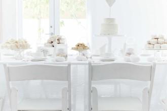 White wedding ideas - see more : https://www.itakeyou.co.uk/wedding/white-wedding-ideas/