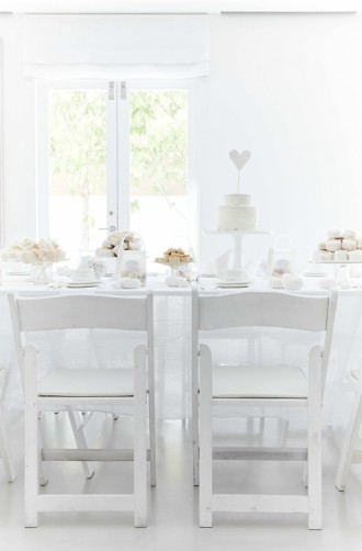 White wedding ideas - see more : http://www.itakeyou.co.uk/wedding/white-wedding-ideas/