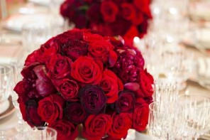 Red wedding ideas - see more : https://www.itakeyou.co.uk/wedding/red-wedding-ideas/ red wedding photos,red wedding dress,red wedding bridesmaids,red wedding decorations,red wedding flowers