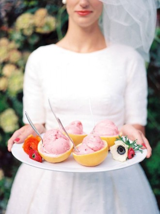 ice cream treat your guests for summer wedding