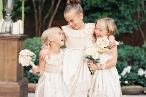 Flower girls : Photography: Taylor Lord