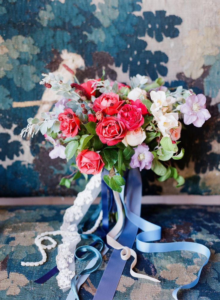 Creative wedding bouquet | Photography: Corbin Gurkin