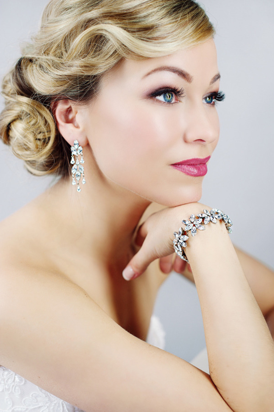 Adored Vintage 12 Vintage Hairstyles To Try For: 18 Vintage Wedding Hairstyles ,Chic Vintage Bridal Hair Curl