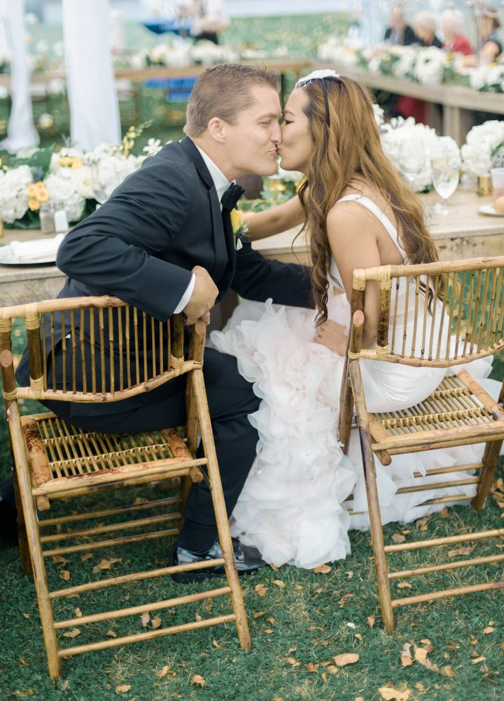 Intimate autumn wedding   Tented wedding reception   Photography: Emily Steffen Photography - emilysteffen.com   Intimate Autumn Wedding With Rustic Details #autumnwedding #yellowwedding