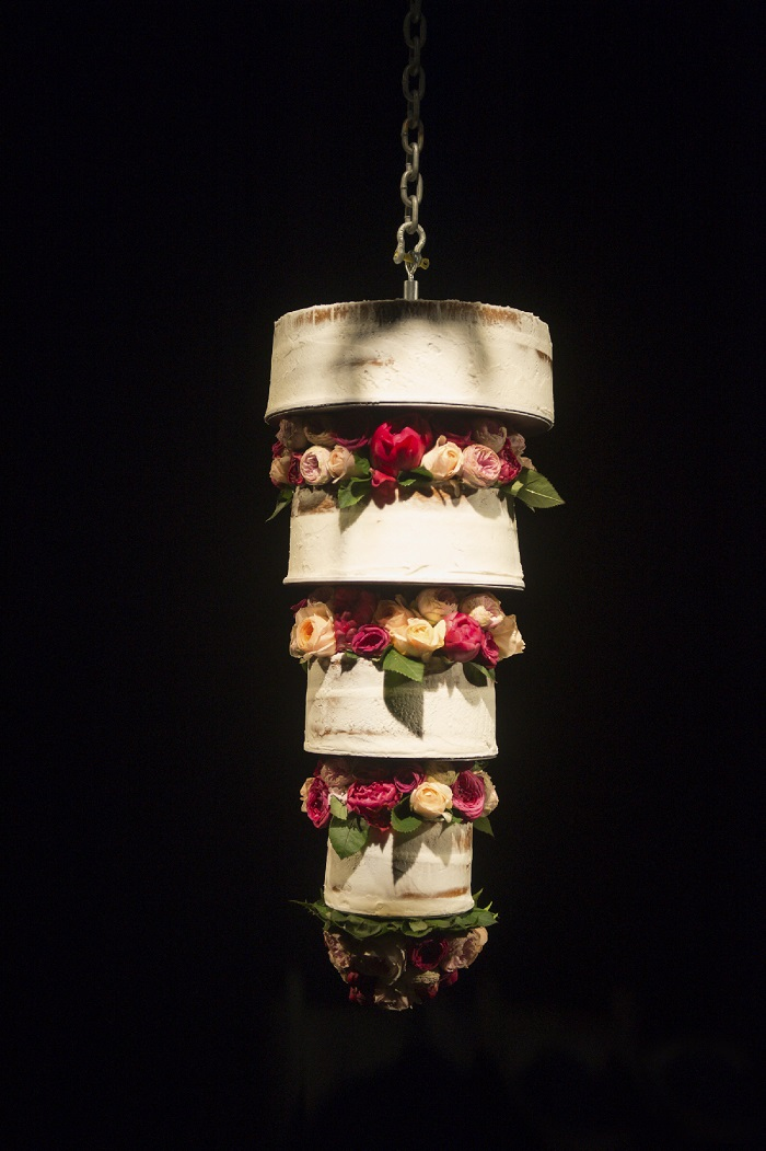 Upside down wedding cakes { Hanging Chandelier cake + Suspended Wedding Cake }