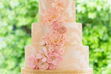 Blush Pink and gold wedding cake ideas { Romantic and feminine wedding cake }