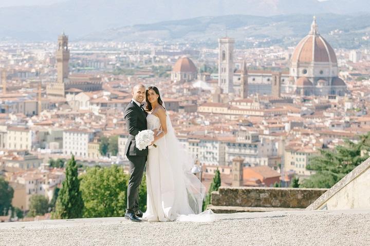 Gold,White and Navy blue elegant colour schemes for a Breathtaking Fairytale Venice Wedding + Steven Khalil wedding dress | itakeyou.co.uk #wedding #venicewedding #destinationwedding #elegantwedding #white #goldwedding #fairytalewedding