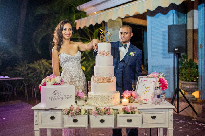 Five tier wedding cake on white wedding cake table | glamorous Mauritius wedding | itakeyou.co.uk #weddingcake #cakes #destinationwedding