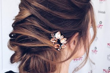 Gorgeous bridal hairstyles ,Wedding hairstyle updo | updo hairstyle #messyupdo #bridalupdo #weddinghairstyle #weddingupdo #chignon #weddinghairstyles #bridehair #upstyle #updohairstyles #weddinghair