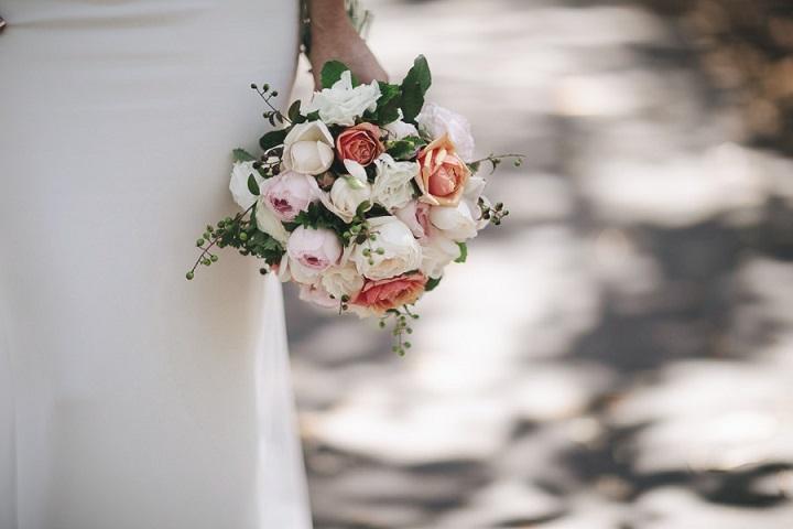 Wedding bouquet - Vibrant Rooftop Wedding | itakeyou.co.uk #wedding #vibrantwedding #rooftopwedding