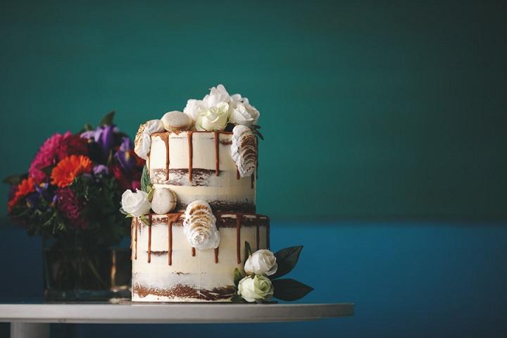 Wedding cake - Vibrant Rooftop Wedding | itakeyou.co.uk #wedding #vibrantwedding #rooftopwedding