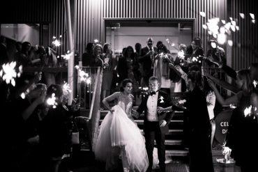 Sending off bride and groom | itakeyou.co.uk #weddingphoto #musttakephoto #weddingphotoideas